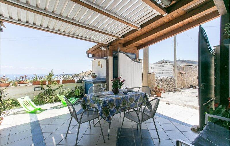 1 Zimmer Unterkunft in Marina di Ragusa, holiday rental in Camemi