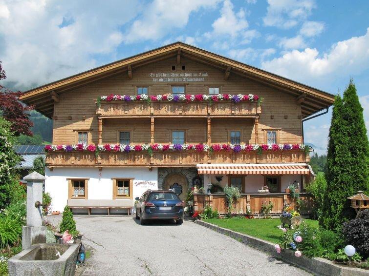 Ferienwohnung Punggerhof (KAB100) in Kaltenbach - 18 Personen, 7 Schlafzimmer, holiday rental in Kaltenbach
