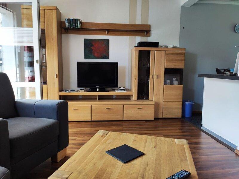 Komfortables Ferienhaus in zentraler Lage mit Garten, vacation rental in Bad Zwischenahn