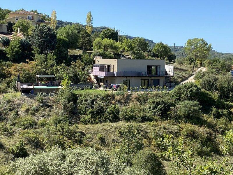 Gîte ''Esprit Nature'' dans une maison contemporain pour 4 a 6 personnes., holiday rental in Chandolas