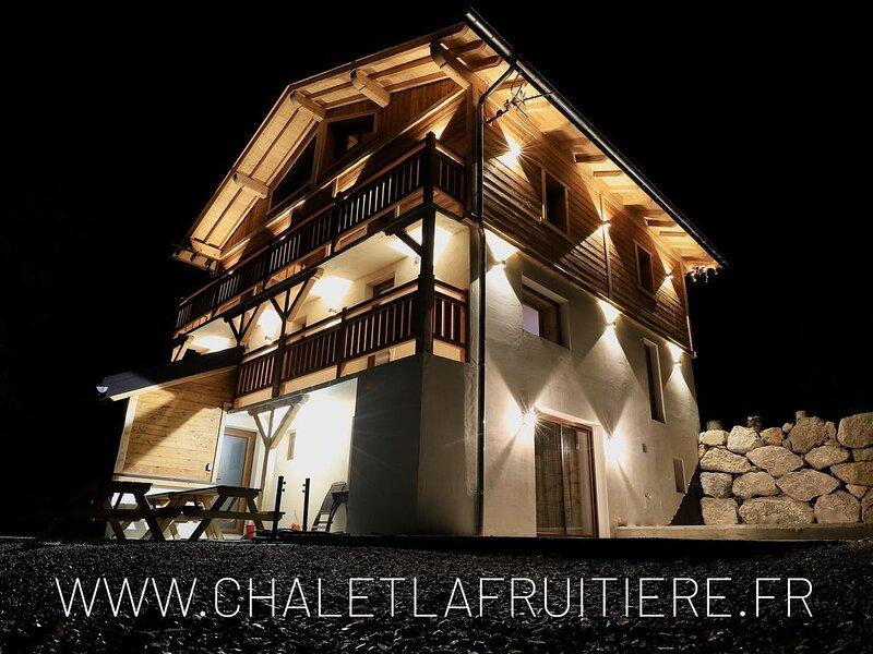Chalet individuel Neuf 15 personnes - Sauna et Billard, location de vacances à Ugine