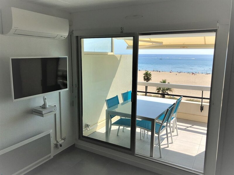 CANET SUD, T1 bis LUXUEUX climatisé, VUE MER - DIRECT PLAGE, Wifi, place parking, vacation rental in Canet-en-Roussillon