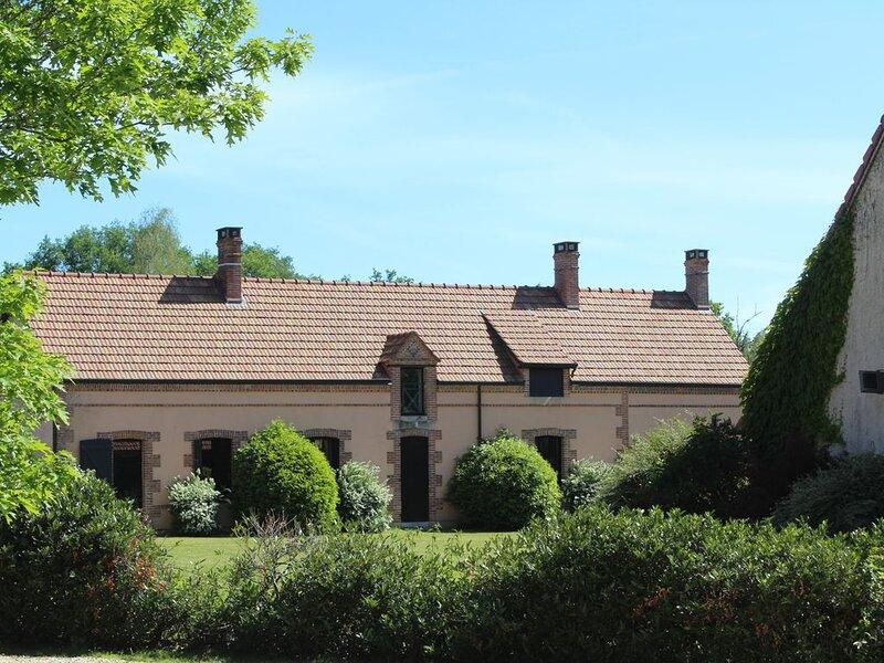 Gîte 'Le Verger'  - Coeur de Sologne - 13 Couchages - Piscine - Forêt privée -, location de vacances à Germigny-des-Pres