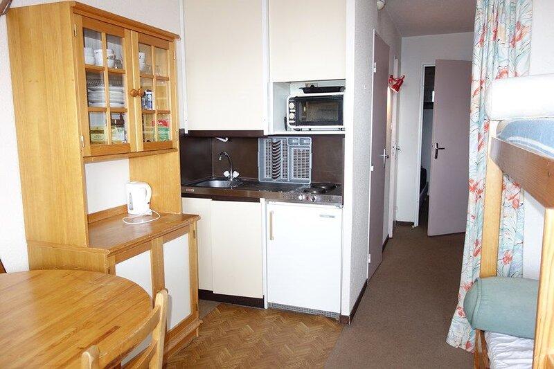 APPARTEMENT ALPE D'HUEZ ECLOSE EST, holiday rental in La Garde
