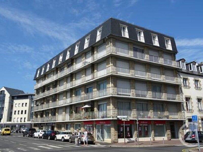 Appartement lumineux avec vue panoramique sur port, mer et centre historique, location de vacances à Granville