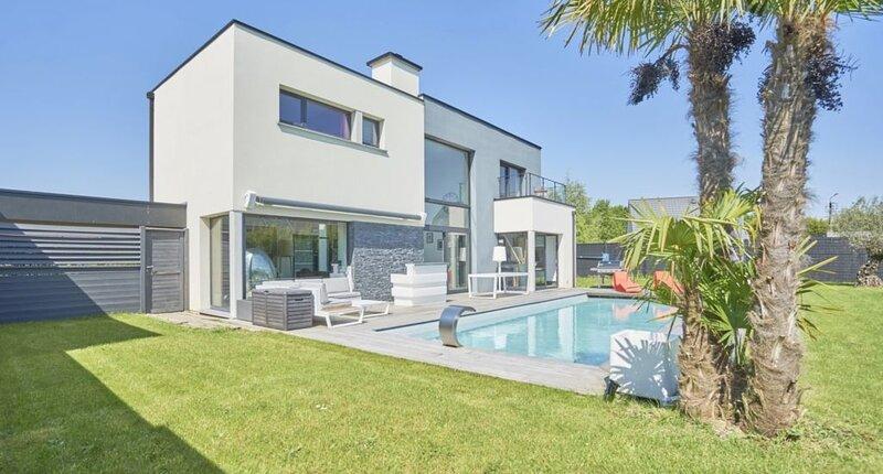 Belle Villa d'architecte avec piscine chauffée à 15min de Lille, aluguéis de temporada em Antoing