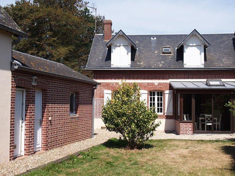 Maison normande proche Etretat 9 personnes dans grand jardin (1000 m2), vacation rental in Bordeaux Saint Clair