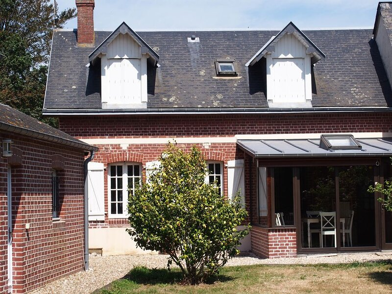 Maison normande proche Etretat 5 personnes avec terrain de 1000 m2, vacation rental in Bordeaux Saint Clair