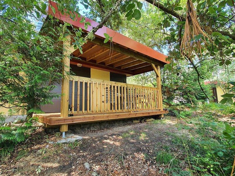 Bungalow 76 situé dans le village sous les pins, vacation rental in Leon