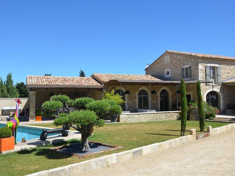 Mas en Provence avec piscine, casa vacanza a Mas-Blanc-des-Alpilles