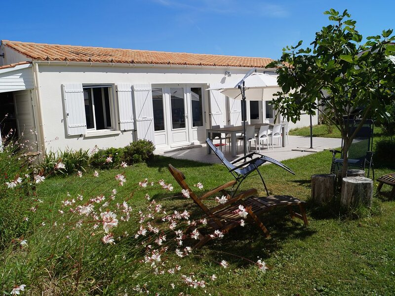 Maison de plain-pied avec terrasse et jardin, à 100M de la plage, casa vacanza a Saint-Denis d'Oleron