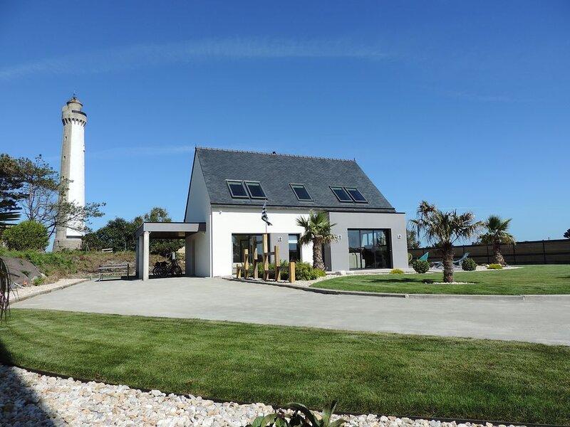 Maison bord de mer, A 400 Mètres plages, Prestations de qualité, location vélos, holiday rental in Ploumoguer