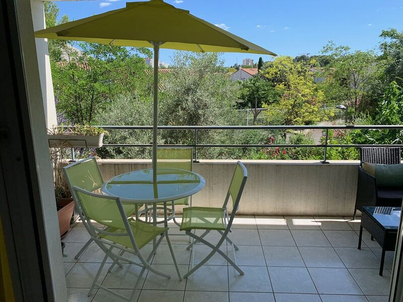 Très bel appartement avec grande terrasse  dans quartier résidentiel, casa vacanza a Grabels