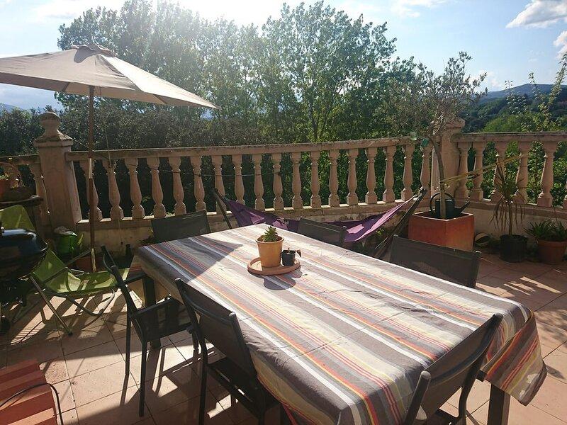 Grand duplex entre mer et montagne, juste à côté de la frontière avec l'Espagne, holiday rental in Le Boulou