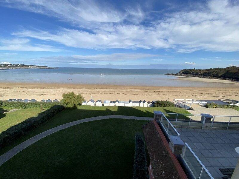 Agréable appartement au pied de la Grande plage avec pleine vue mer dans le quar – semesterbostad i Saint-Cast le Guildo
