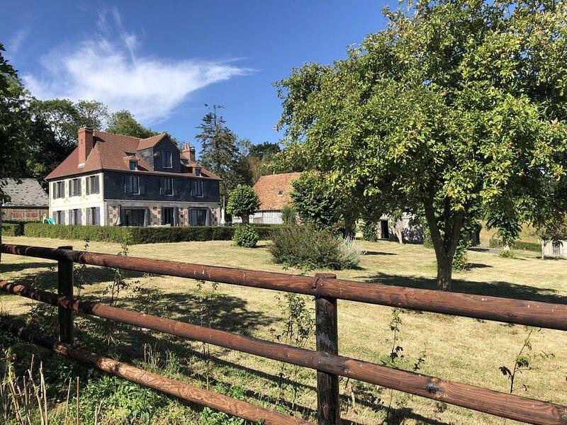 Ferme rénovée au coeur du Pays d'Auge avec vue panoramique sur vallée, location de vacances à Saint-Loup-de-Fribois