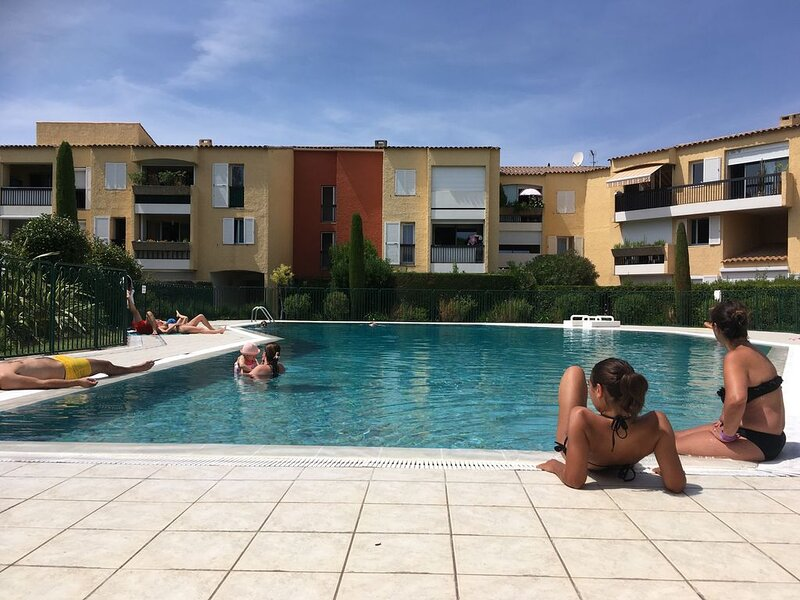 Belle résidence de haut standing située au calme sur les hauteurs de CASSIS, holiday rental in Cassis