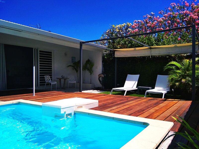 Bungalow indépendant , piscine, plages à 2 min à pied, vacation rental in Papara