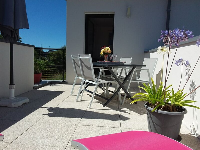 Location grand confort,  terrasse spacieuse,  plage à 300 m, holiday rental in Concarneau