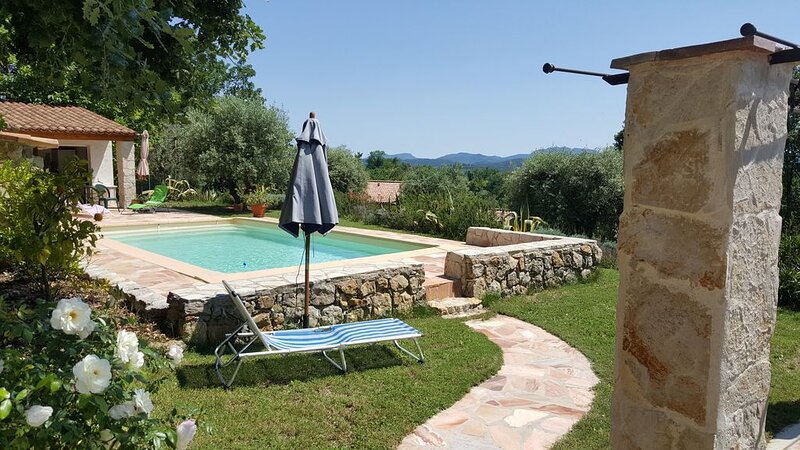 COTTAGE CHARMING QUIET, VIEW ESTEREL, 4/5 GUESTS, location de vacances à Montauroux