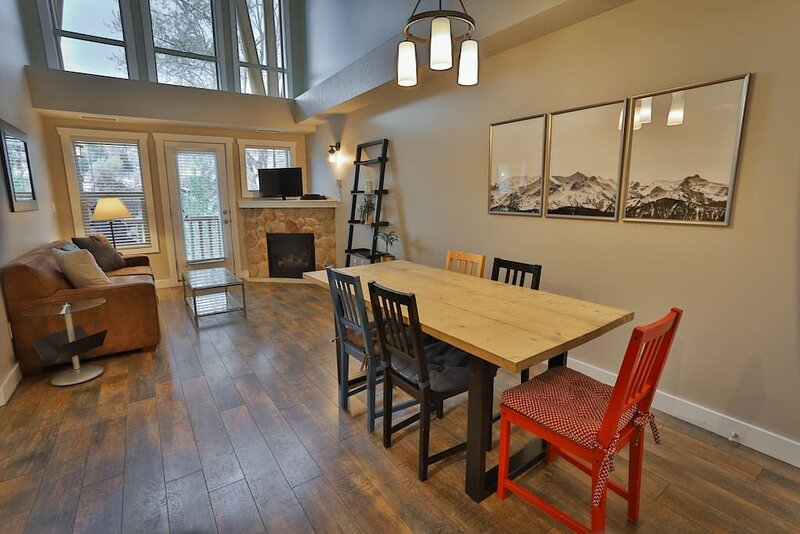 Penthouse! Fireplace, hot tub, 2-story view,, holiday rental in Fernie