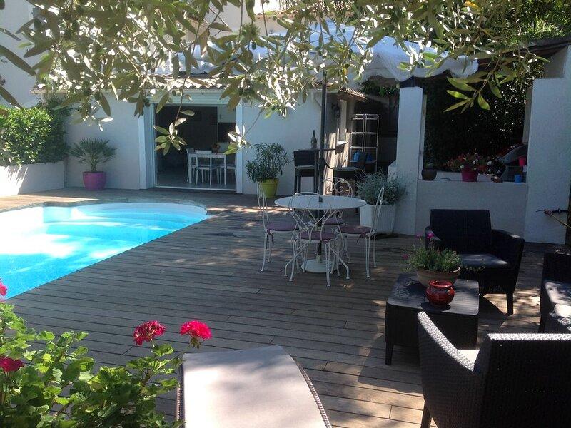 A 10mn de la Croisette Superbe rez-de-jardin avec piscine individuelle, location de vacances à Alpes Maritimes