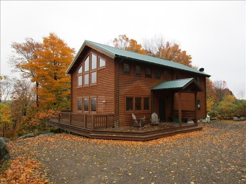 'Stonewall Cabin' is a Conestoga secluded home with a private pond in Eagles Mer, holiday rental in Benton