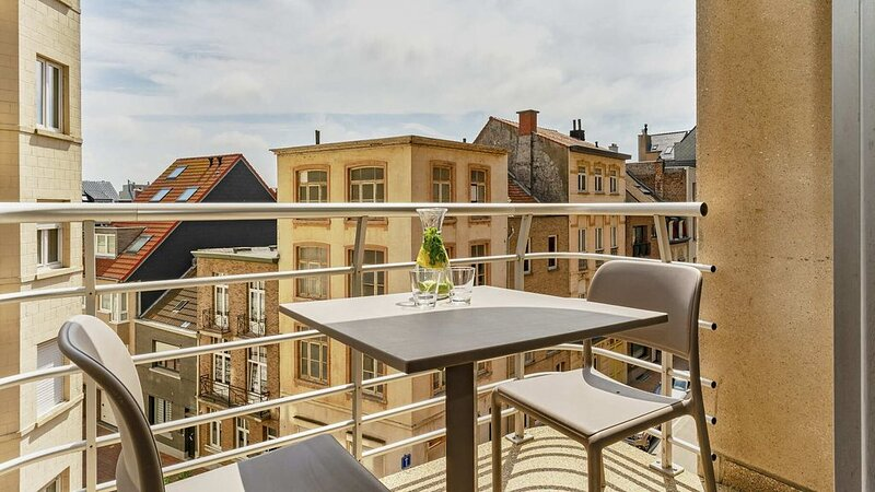 Studio pour 2 personnes avec balcon, orienté côté sud., vacation rental in Wenduine