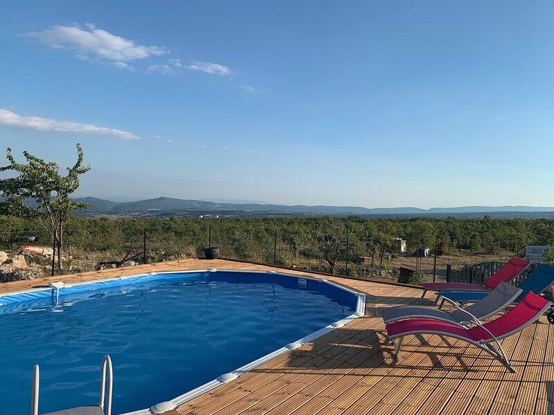 Propriété provençal au coeur de la vallée de la Durance avec une vue panoramique, holiday rental in Limans