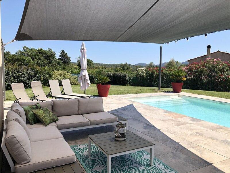 Villa avec piscine et vue sur  la colline, entre Hyeres et St Tropez., holiday rental in Sollies-Pont