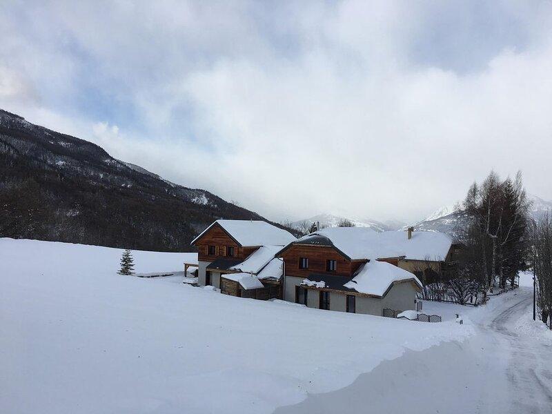 LES ORRES (05200) CHALET  (12 personnes) avec terrasse Sud et vue montagne, Ferienwohnung in Les Orres