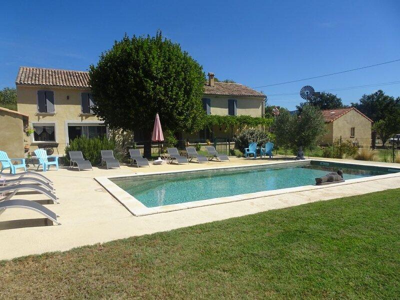 Mas Provençal avec vue sur le Géant de Provence, holiday rental in Puymeras