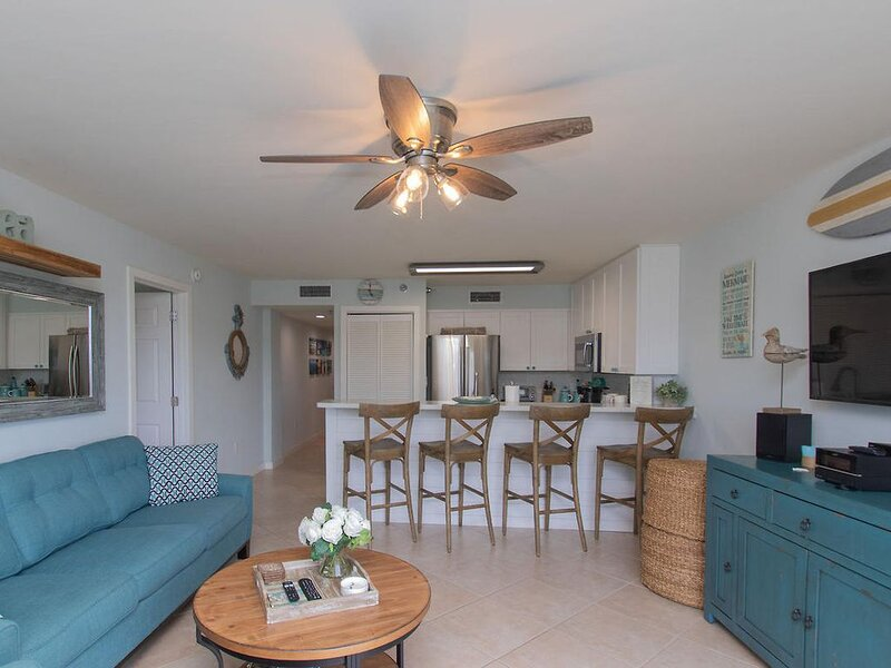 Get out of the cold and into an Oceanfront Condo W/ Ocean Views., casa vacanza a Tavernier
