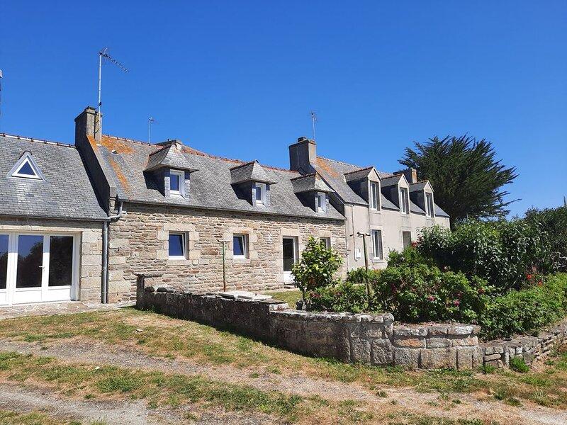 3 gîtes pour 4 à 13 personnes , plage, randonnées (GR34), VTT, location de vacances à Saint-Jean-Trolimon