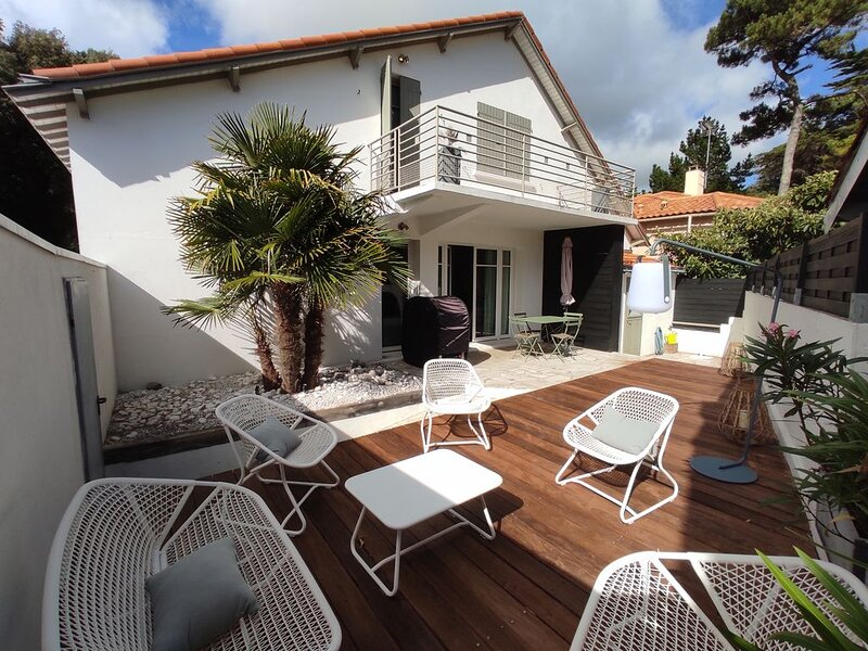 Maison de charme pour 8 personnes, à 600m de la plage, totalement rénovée, holiday rental in Saint Andre des Eaux