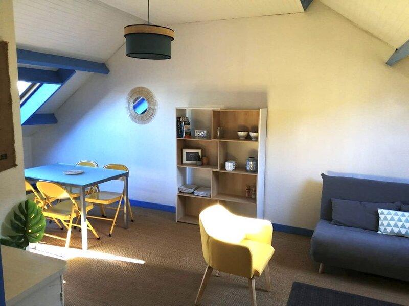 Charmant T3 70 m2 Centre-ville rue calme à 5km de la mer, vacation rental in Hillion