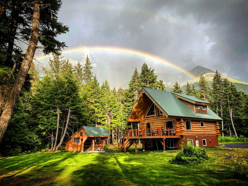 Private hand crafted log home on Kenai Lake!, aluguéis de temporada em Moose Pass