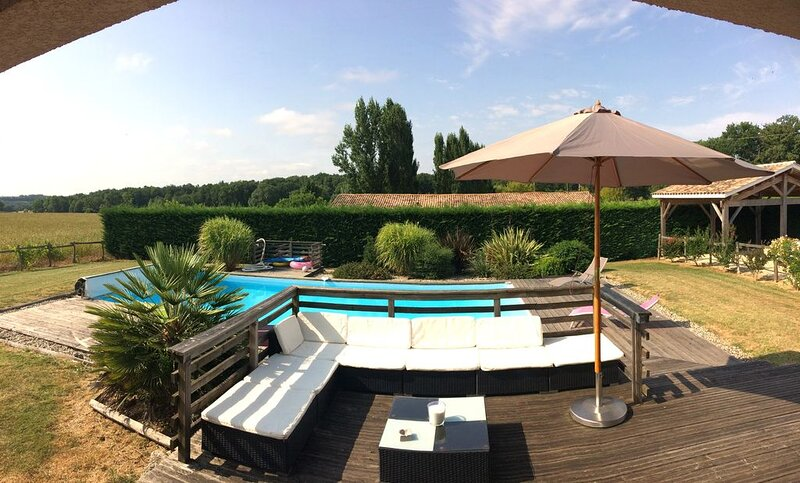 MAISON AVEC PISCINE DORDOGNE PERIGORD, holiday rental in Sainte Croix