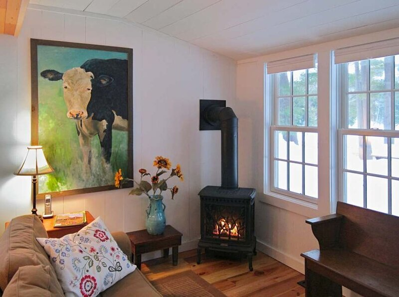 Farmhouse with Stunning Views overlooking Lake Algonquin, location de vacances à Lake Pleasant