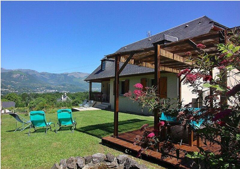Propriété au coeur du village avec vue imprenable sur la vallée d'Argelès, casa vacanza a Arcizans-Avant