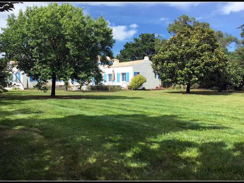 St-Sauveur - belle maison familiale sur grand jardin plein sud, holiday rental in Ile d'Yeu