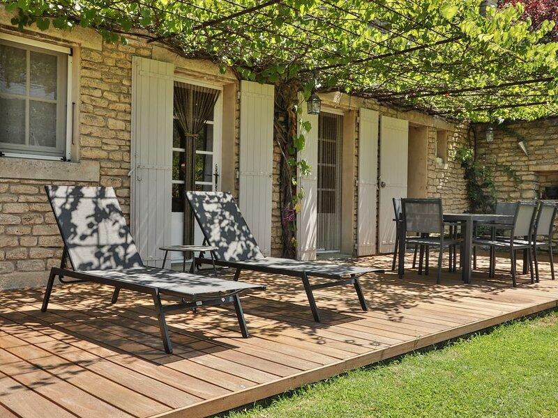 Très beau gîte avec piscine au cœur du Luberon, dans le village de Bonnieux, holiday rental in Bonnieux en Provence