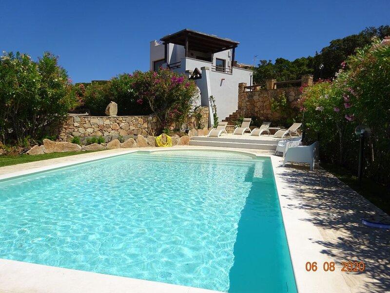 Promo: Villa 8 personnes, vue mer , piscine, holiday rental in Porto Istana