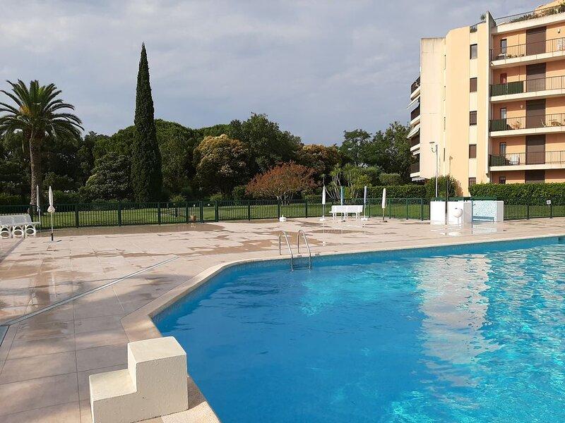 Magnifique appartement avec grand balcon dans copropriété  sécurisée de luxe – semesterbostad i Mandelieu-la-Napoule