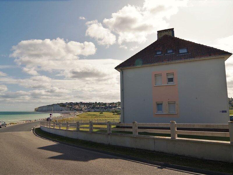 Le Galet Bleu, un appartement classé 4 étoiles  en bord de mer, Ferienwohnung in Mesnil-Val