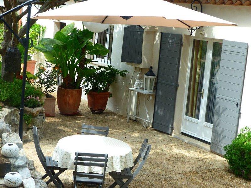 Maison De Caractère En Bord De Forêt a Vence Alpes Maritimes, Ferienwohnung in Vence