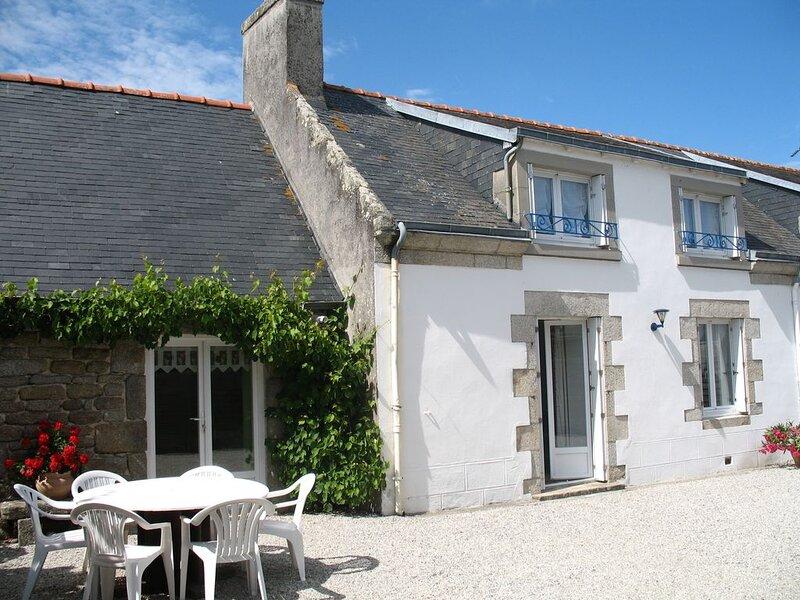 Charmante maison exposée plein sud 1km de la mer, location de vacances à Lesconil