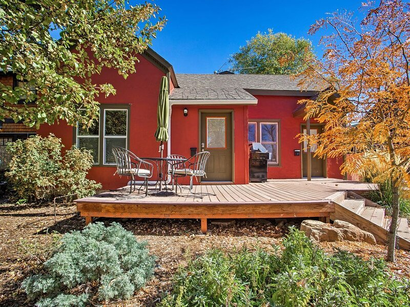 Purple Juniper: Downtown, 4 Blocks to Main, Delightful with Sunny Front Deck, vacation rental in Durango