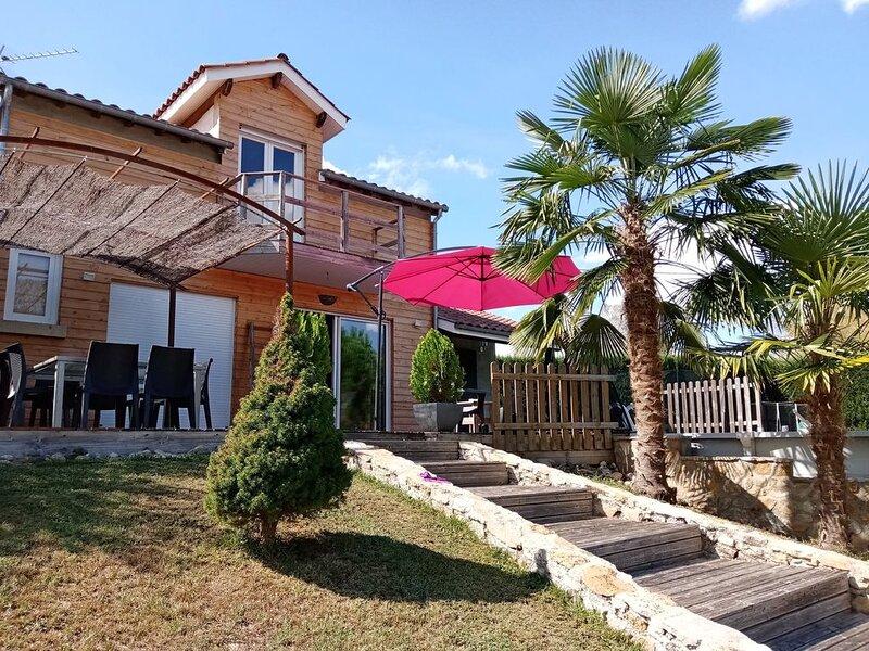 Maison pour 7 personnes, sa terrasse  et sa piscine n' attendent que vous., holiday rental in Bouillac