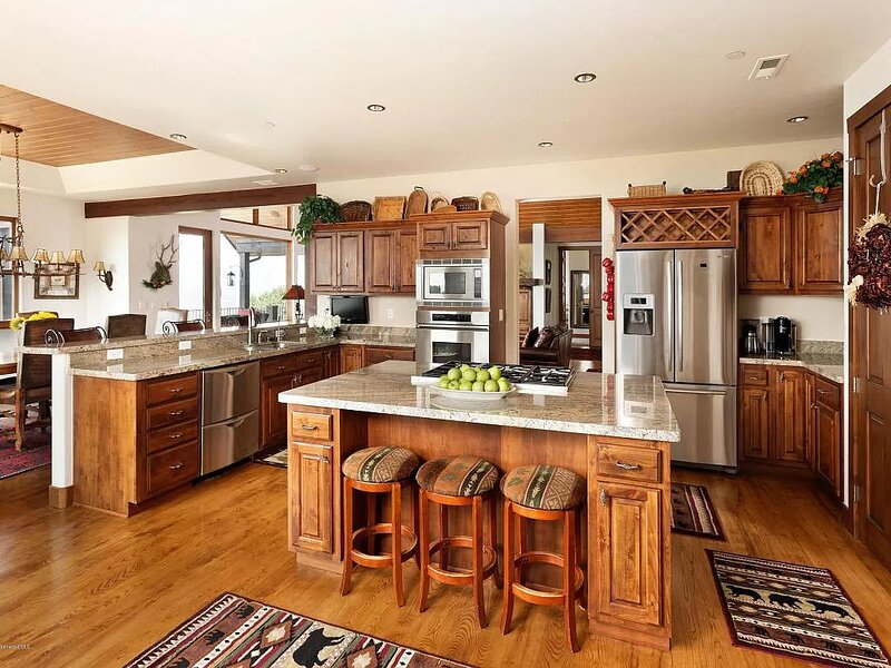 Spacious, fully-equip kitchen